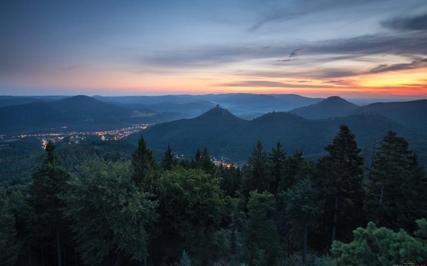 Rehbergturm am Morgen, Annweiler, Pfälzerwald Trifels Wandern Dahner Felsenland