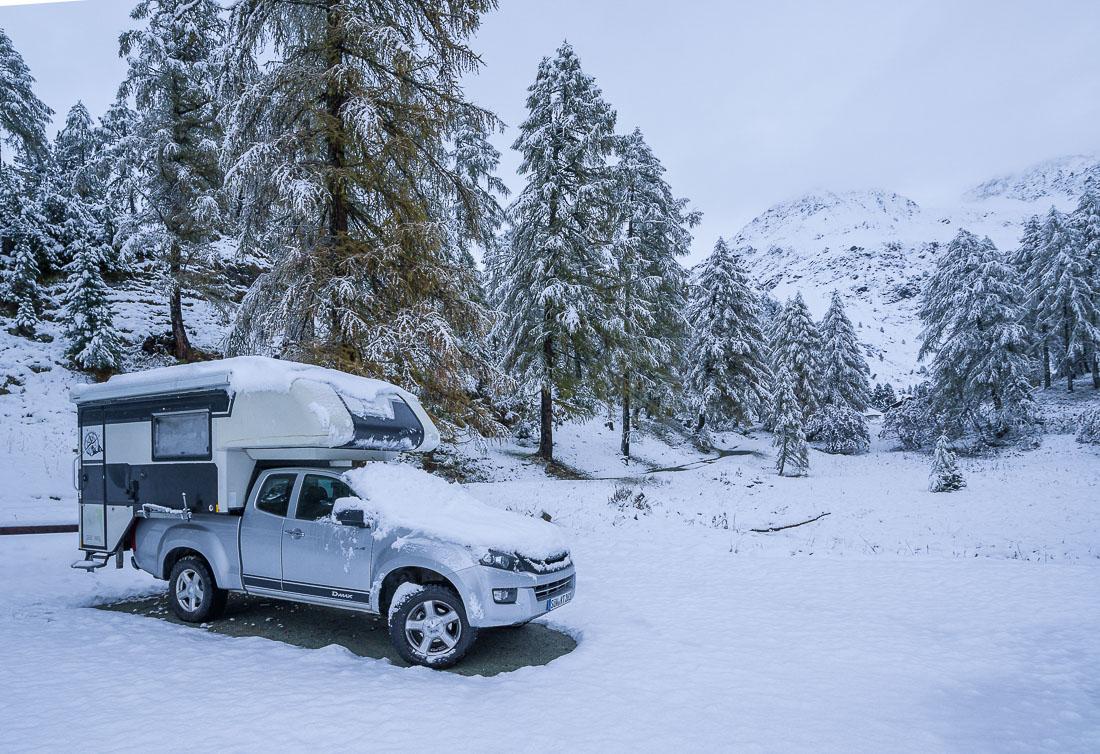 Malojapass Engadin, Tischer Wohnkabine im Winter, Schnee, Kälte